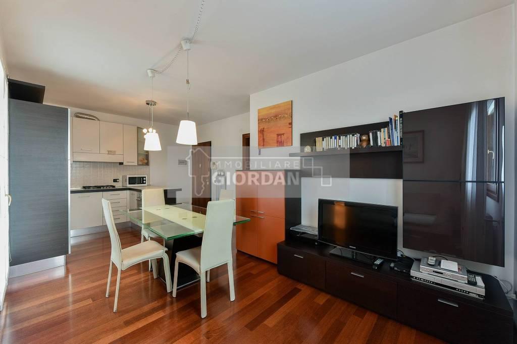 Appartamento in buone condizioni arredato in vendita Rif. 8006702