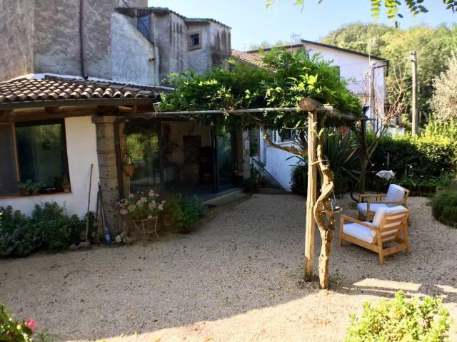 Stabile 6 locali in vendita a Melizzano (BN)