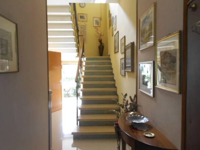 Villa in buone condizioni in vendita Rif. 8003149