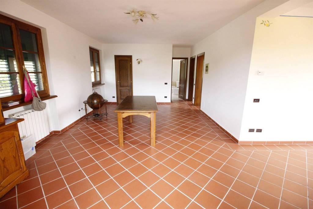 Appartamento in buone condizioni arredato in affitto Rif. 8003265