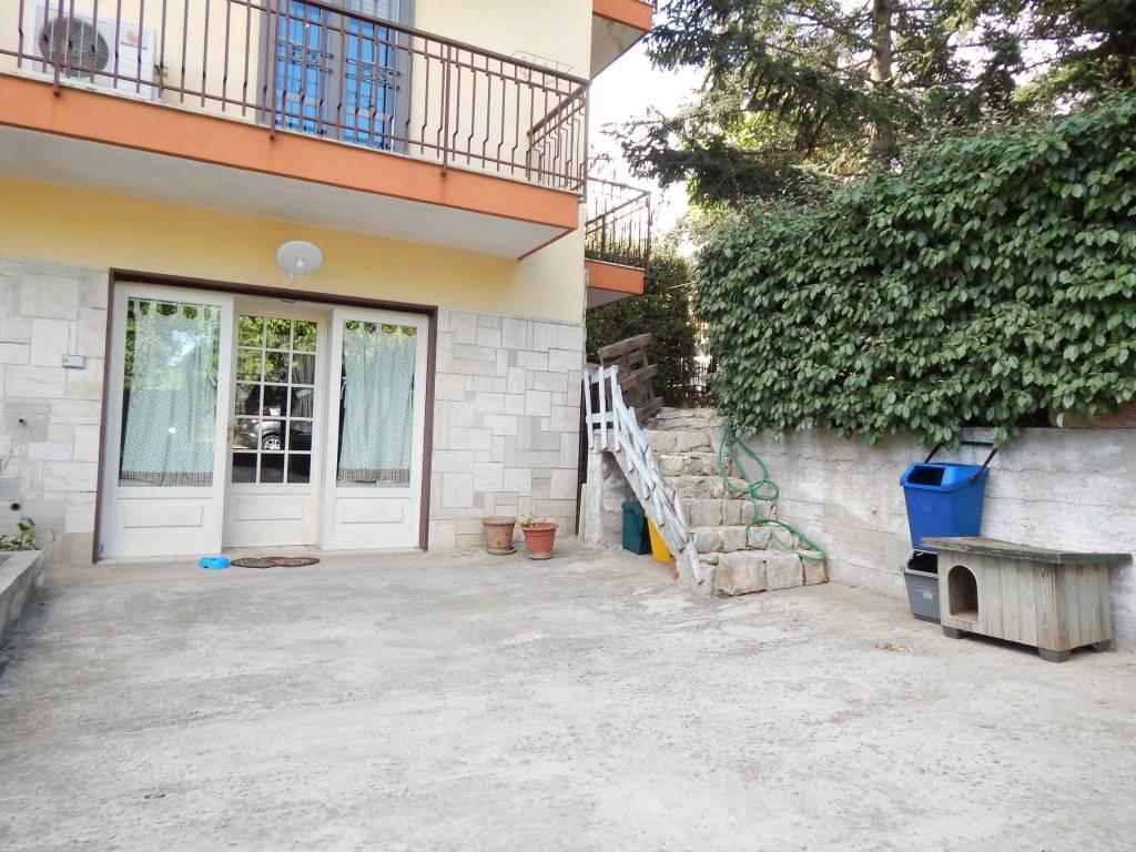 Appartamento in buone condizioni in vendita Rif. 8004371