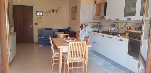 Appartamento in buone condizioni parzialmente arredato in vendita Rif. 7966195