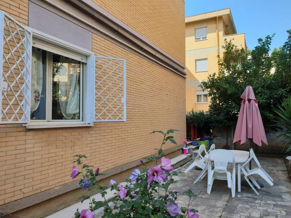 Appartamento in buone condizioni in affitto Rif. 7993119