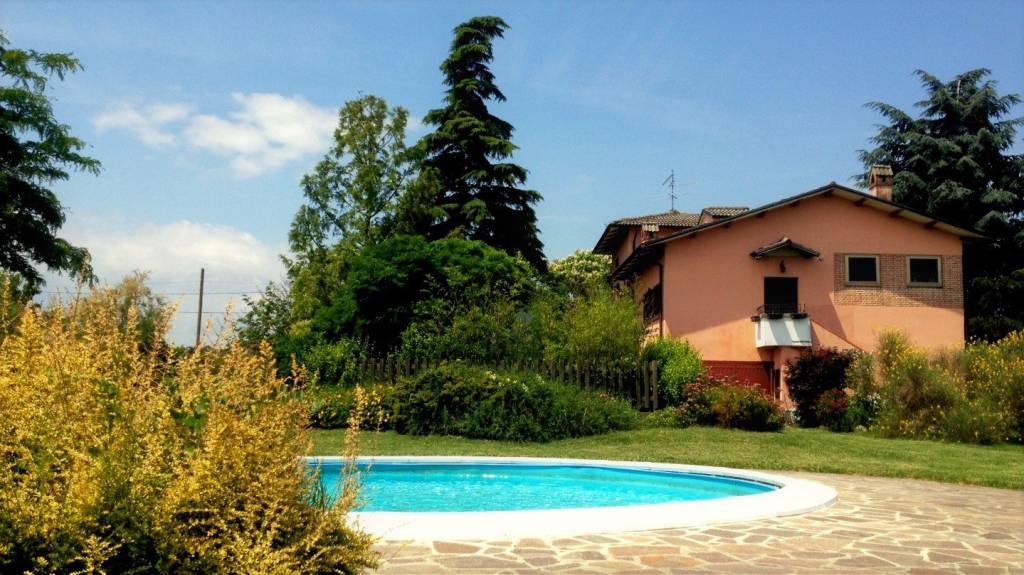 Villa in buone condizioni parzialmente arredato in vendita Rif. 8002679