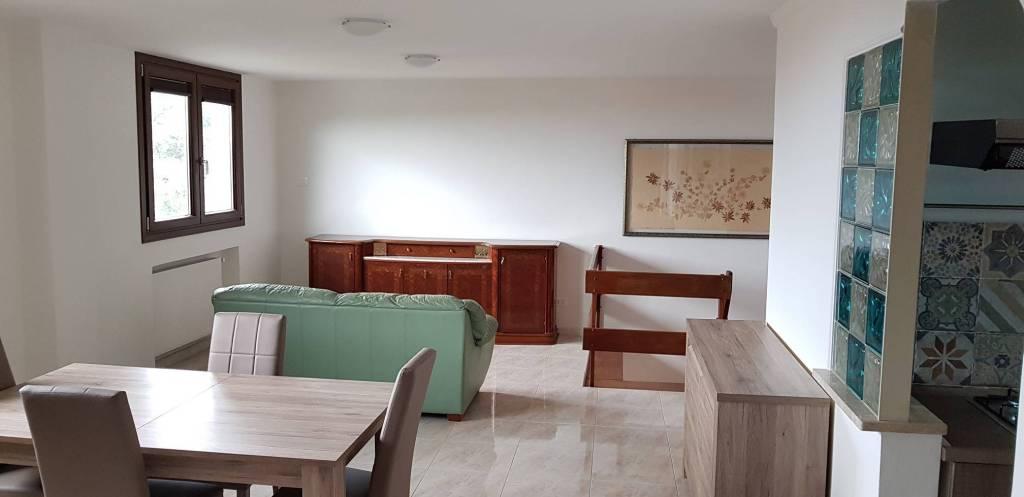Appartamento in ottime condizioni parzialmente arredato in affitto Rif. 8202780
