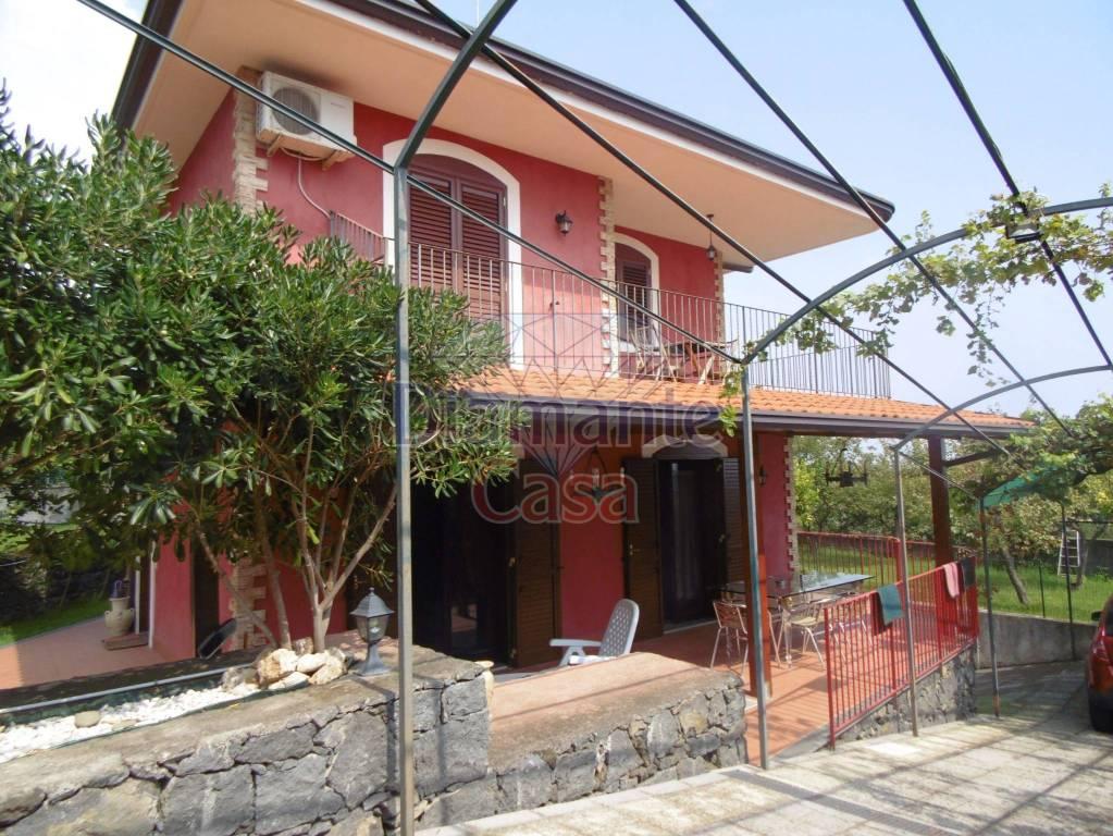 Villa in Vendita a Viagrande Centro: 5 locali, 220 mq