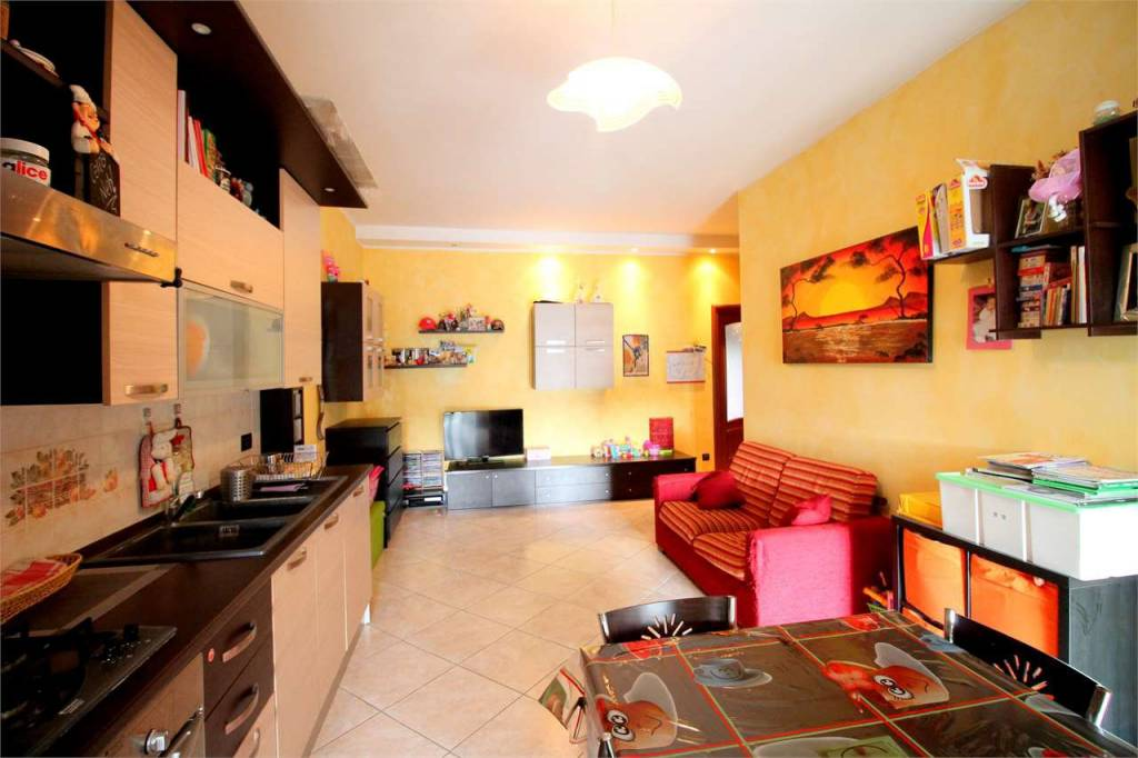 Appartamento in ottime condizioni in vendita Rif. 8019262
