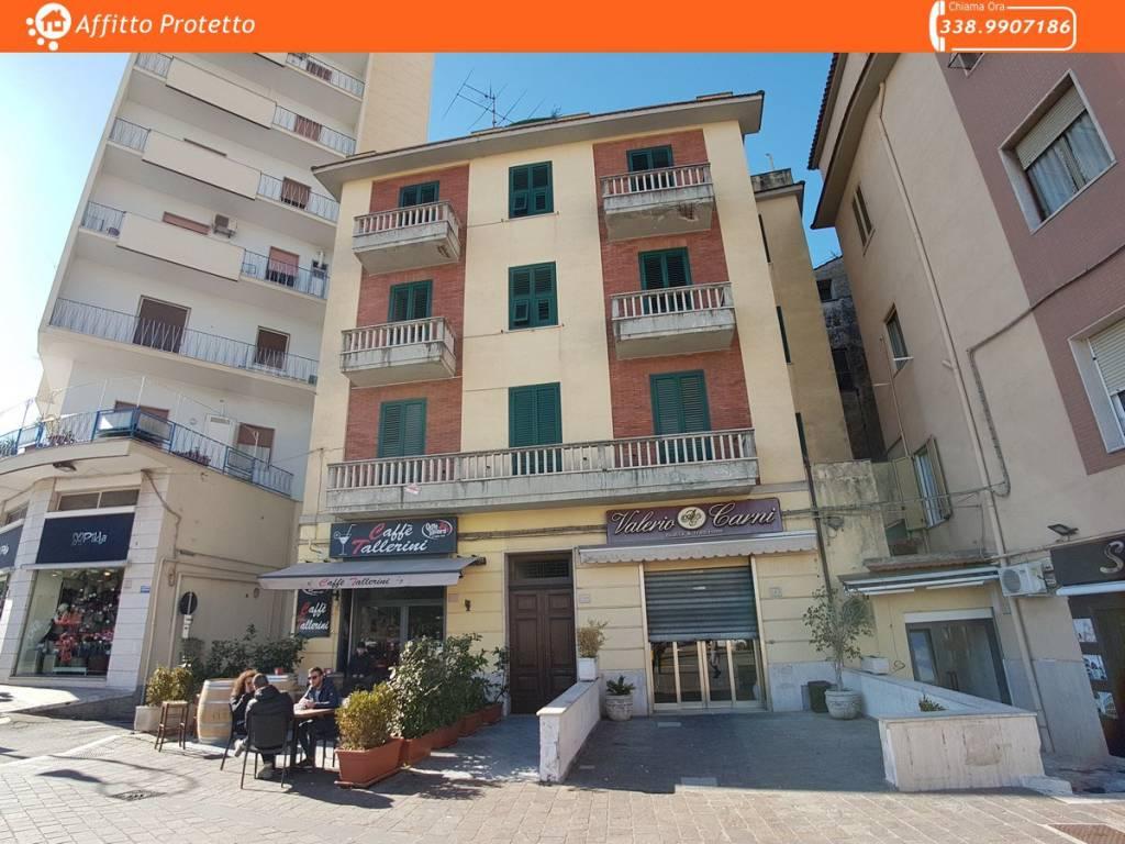 Appartamento in buone condizioni in affitto Rif. 8019888