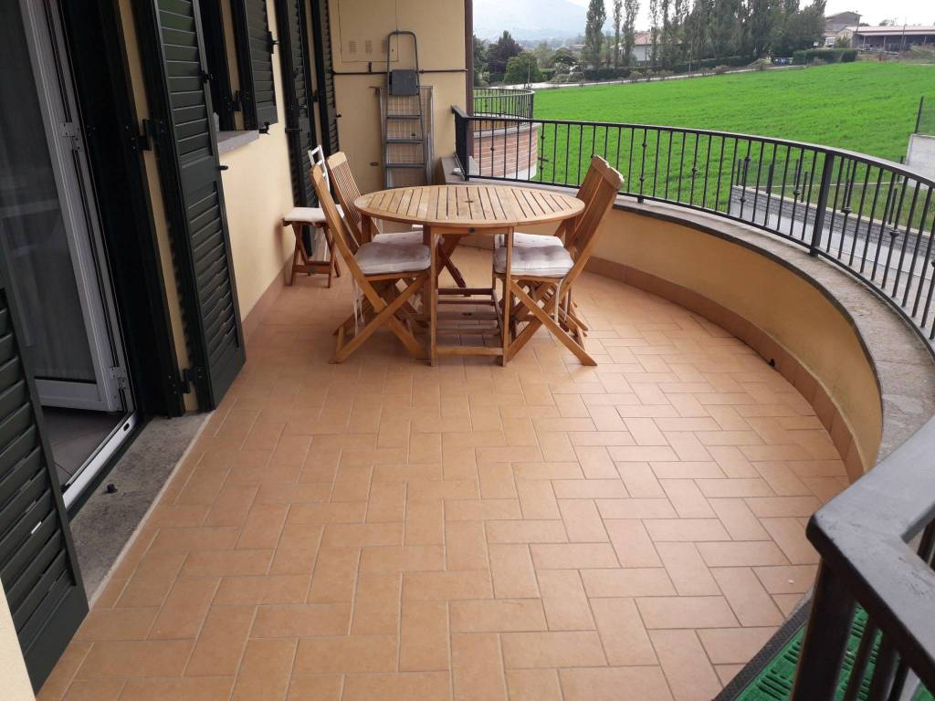 Recente appartamento 2 camere 2 bagni giardino e garage