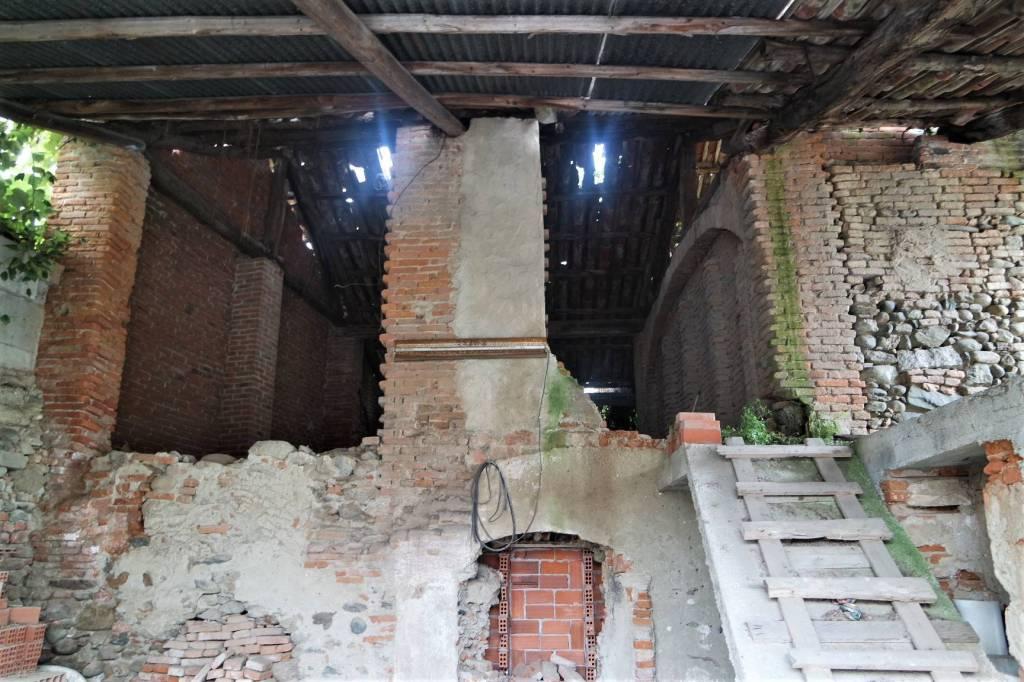 Rustico / Casale da ristrutturare in vendita Rif. 8817585