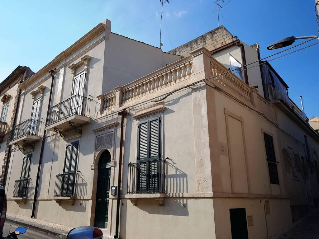 Stabile / Palazzo in ottime condizioni parzialmente arredato in vendita Rif. 8020434