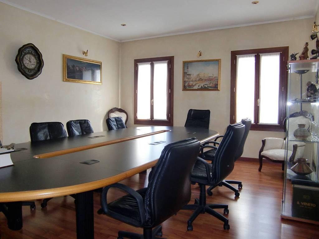 Ufficio / Studio in vendita a Mira, 6 locali, prezzo € 330.000 | CambioCasa.it