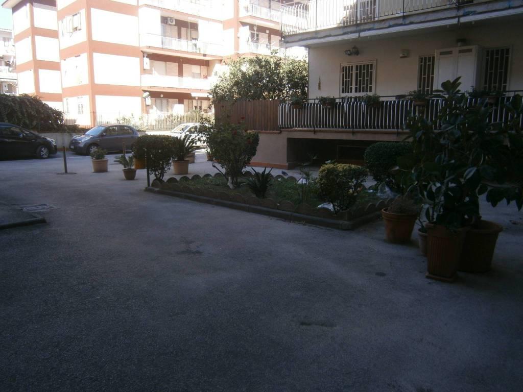 Appartamento in buone condizioni in affitto Rif. 8549746