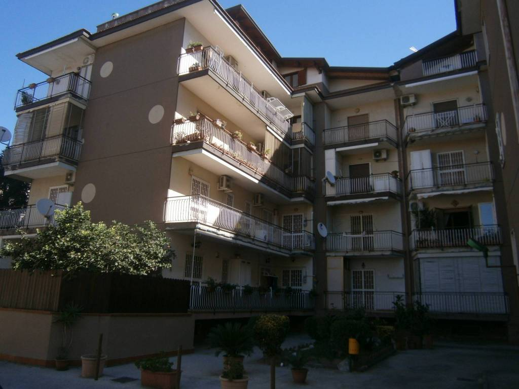 Appartamento in buone condizioni arredato in affitto Rif. 8549747