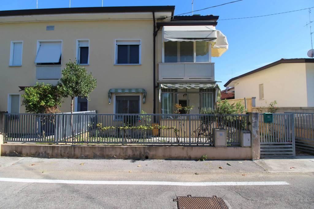 Villetta a schiera in buone condizioni in vendita Rif. 8021912