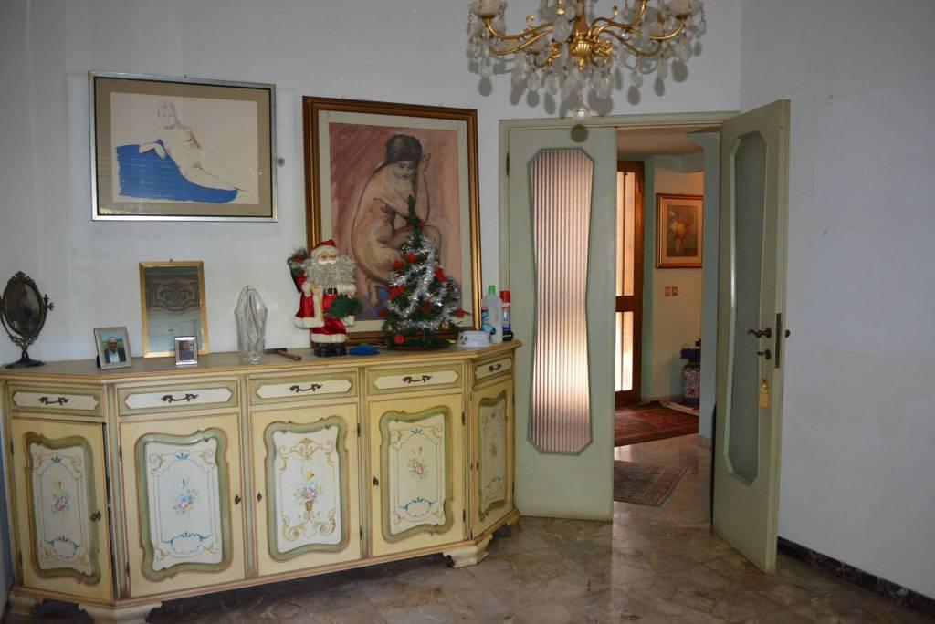 Appartamento in buone condizioni in vendita Rif. 8018181