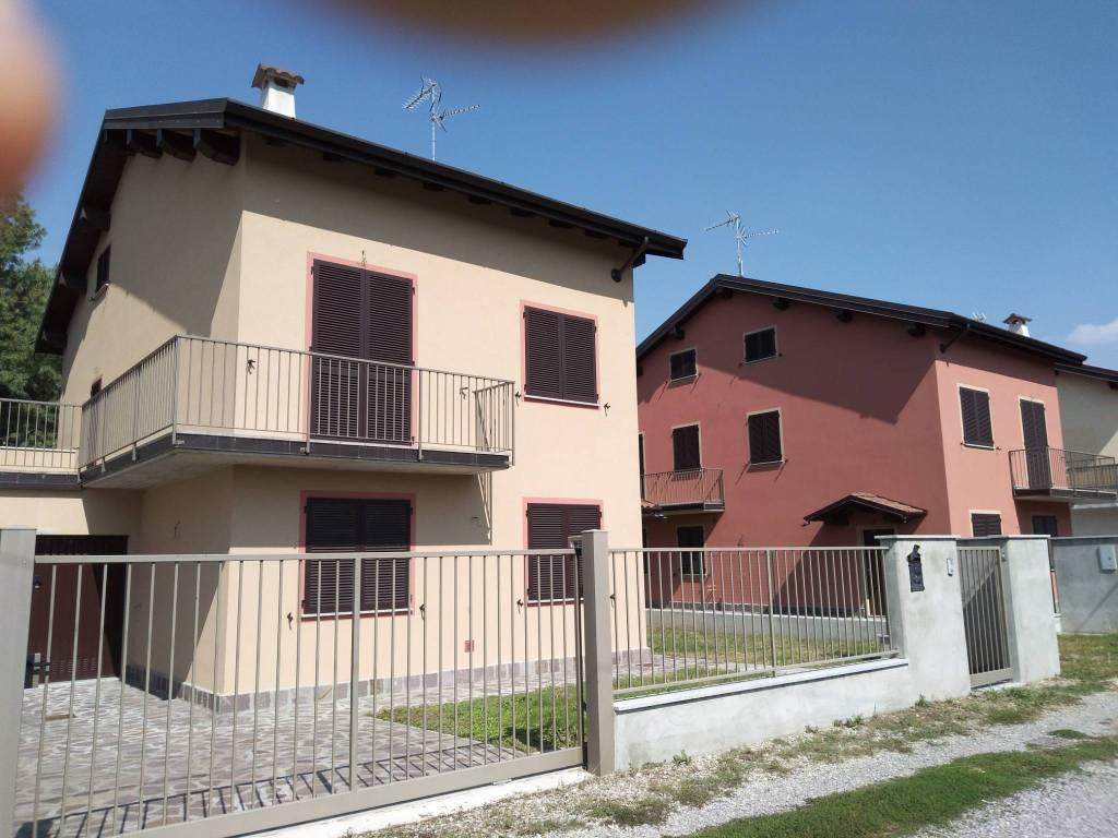 Villa in vendita a Castelletto di Branduzzo, 5 locali, prezzo € 198.000 | PortaleAgenzieImmobiliari.it