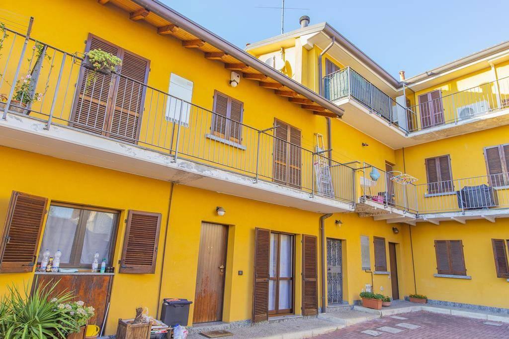 Appartamento in buone condizioni in vendita Rif. 7890166