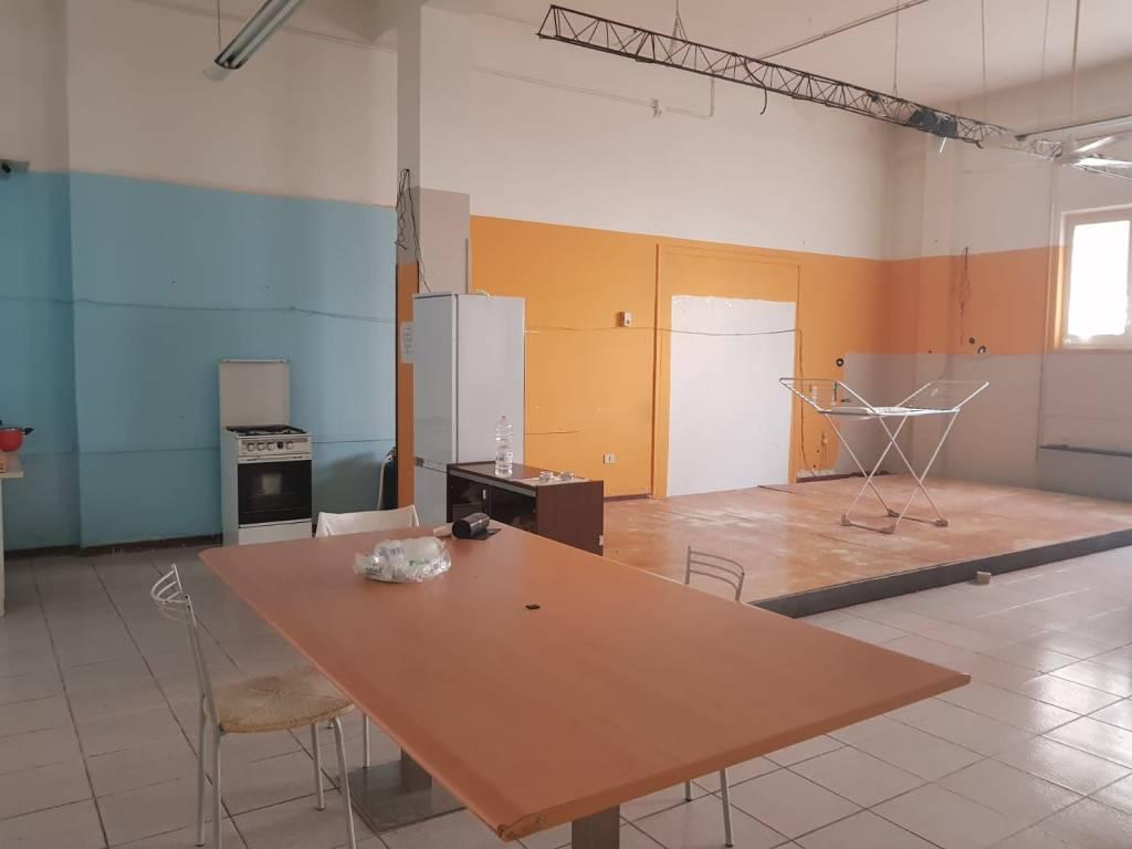 Montesilvano centro locale deposito 220 mq