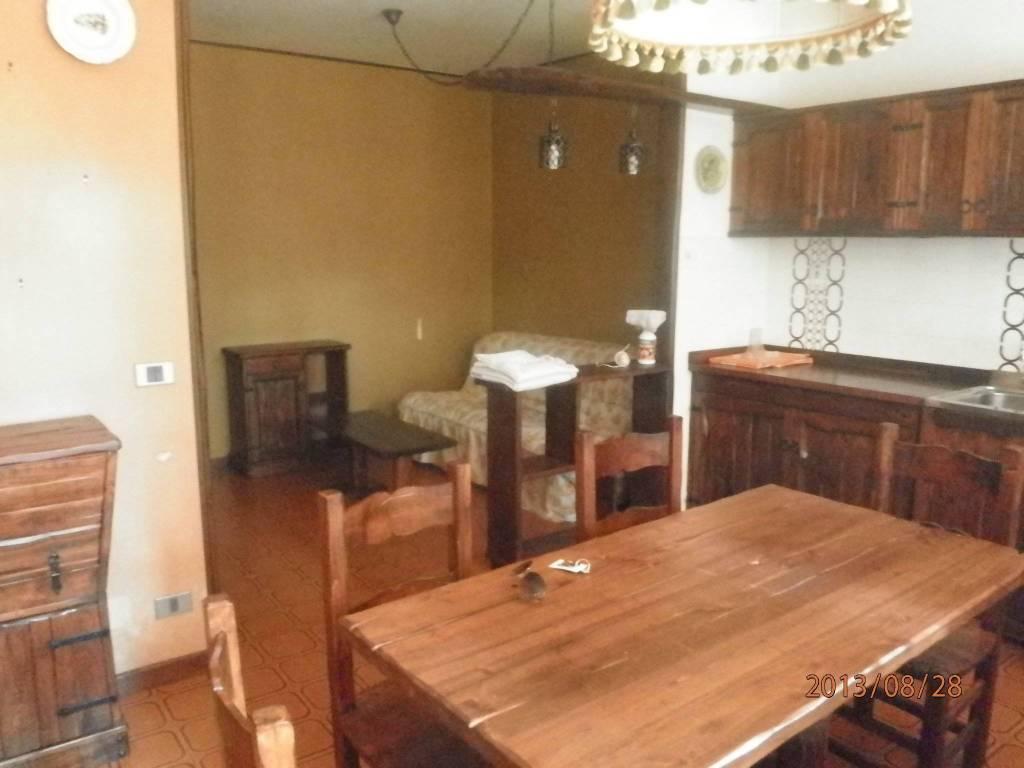 Appartamento in buone condizioni arredato in vendita Rif. 8134026