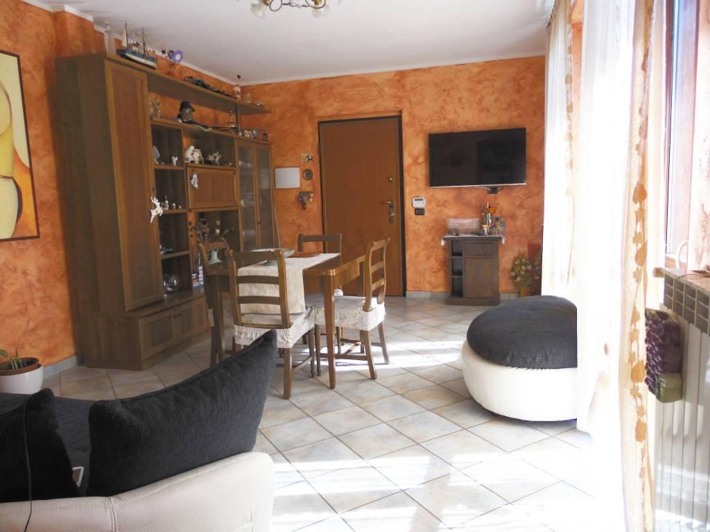 Appartamento in ottime condizioni in vendita Rif. 8018128