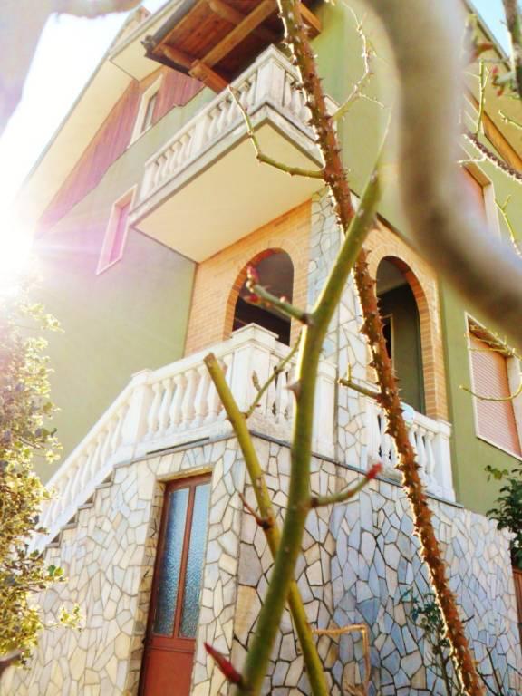 Villa in buone condizioni in vendita Rif. 8020025