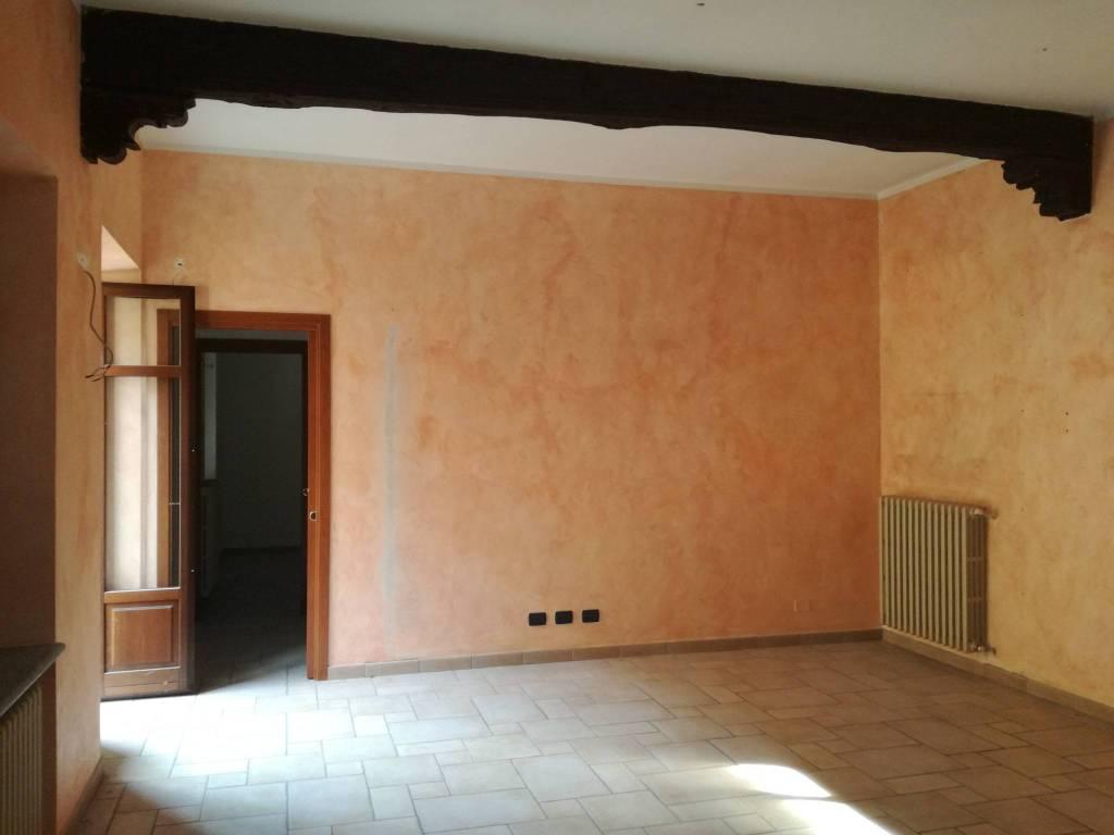 Appartamento in ottime condizioni in affitto Rif. 5165891