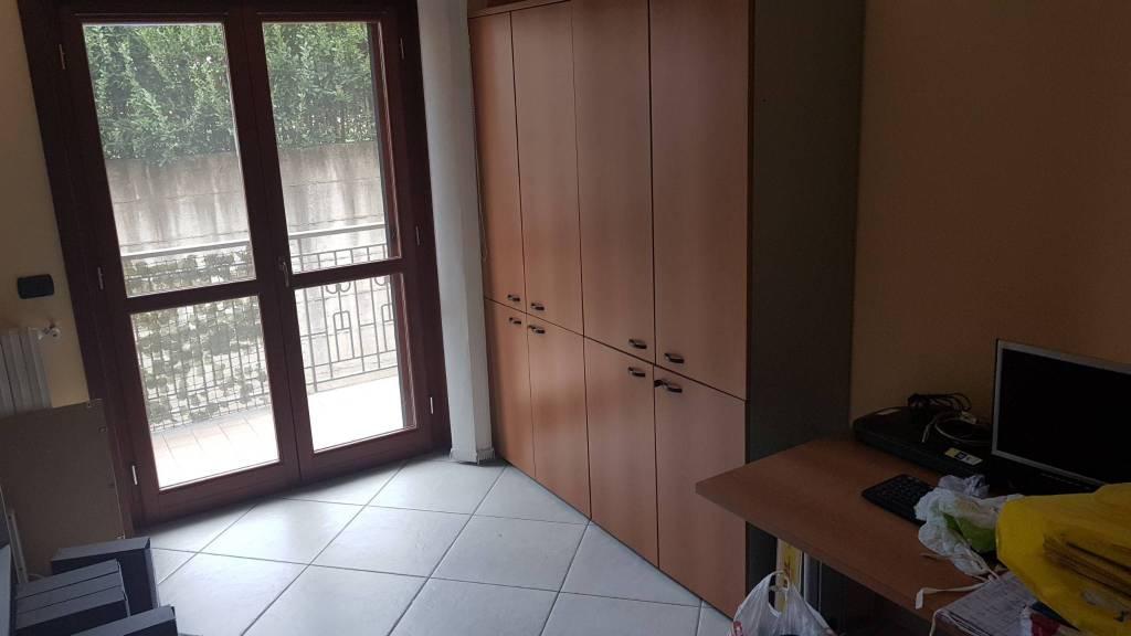 Appartamento in buone condizioni in vendita Rif. 8019316