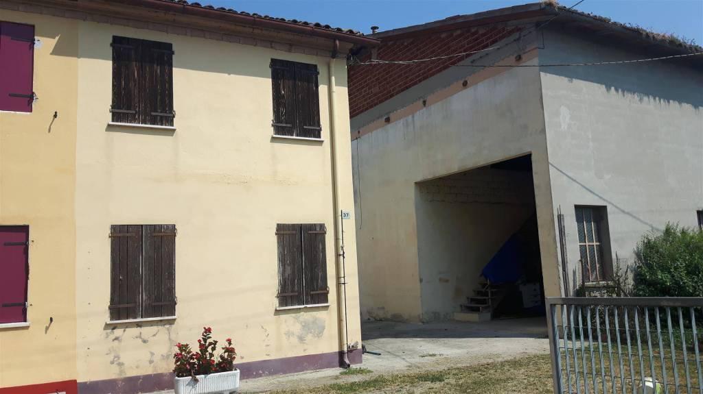 Rustico / Casale da ristrutturare in vendita Rif. 8019233