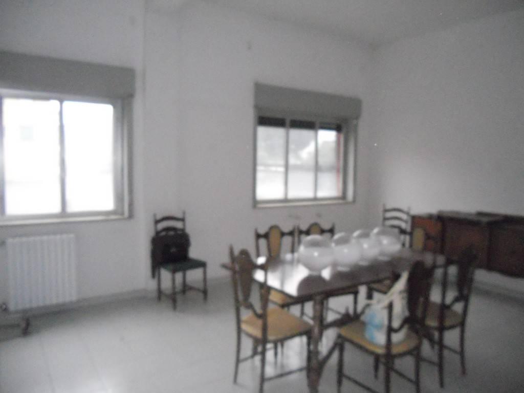 Appartamento in buone condizioni in affitto Rif. 8033540