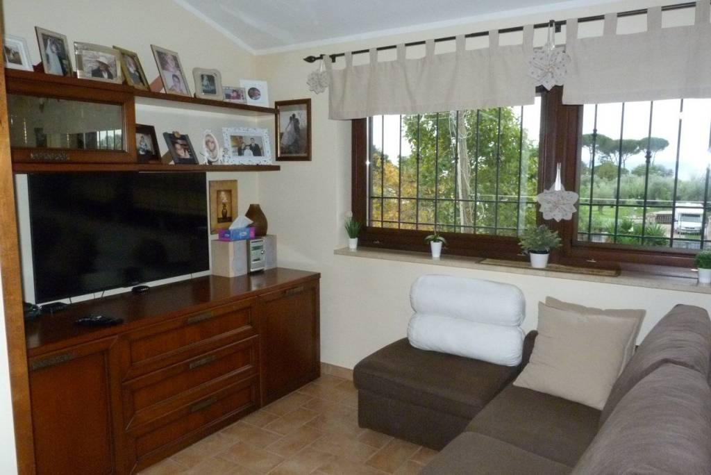 Appartamento in ottime condizioni in vendita Rif. 8029017