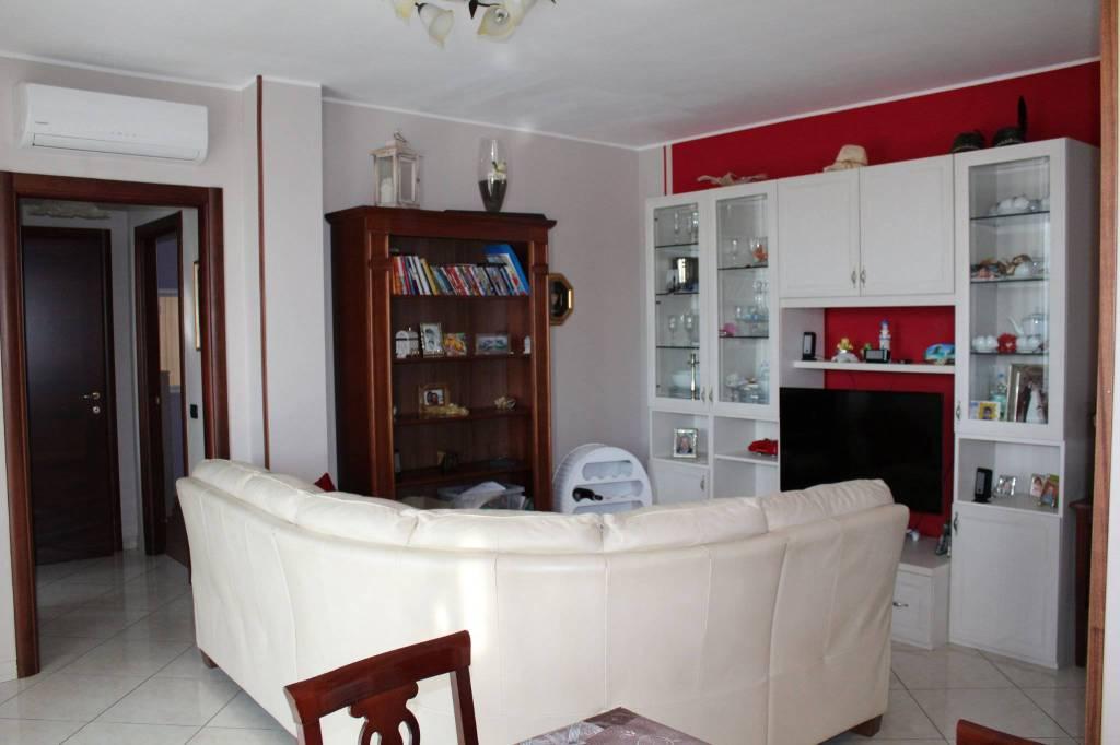 Appartamento in ottime condizioni in vendita Rif. 8029953