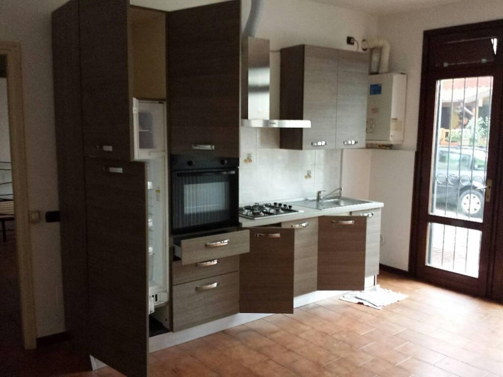 Appartamento in buone condizioni in affitto Rif. 7703360
