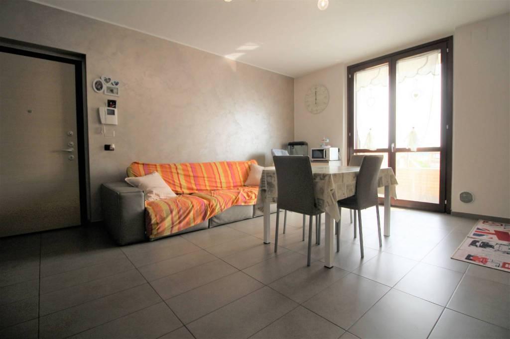 Appartamento in ottime condizioni in vendita Rif. 8036072