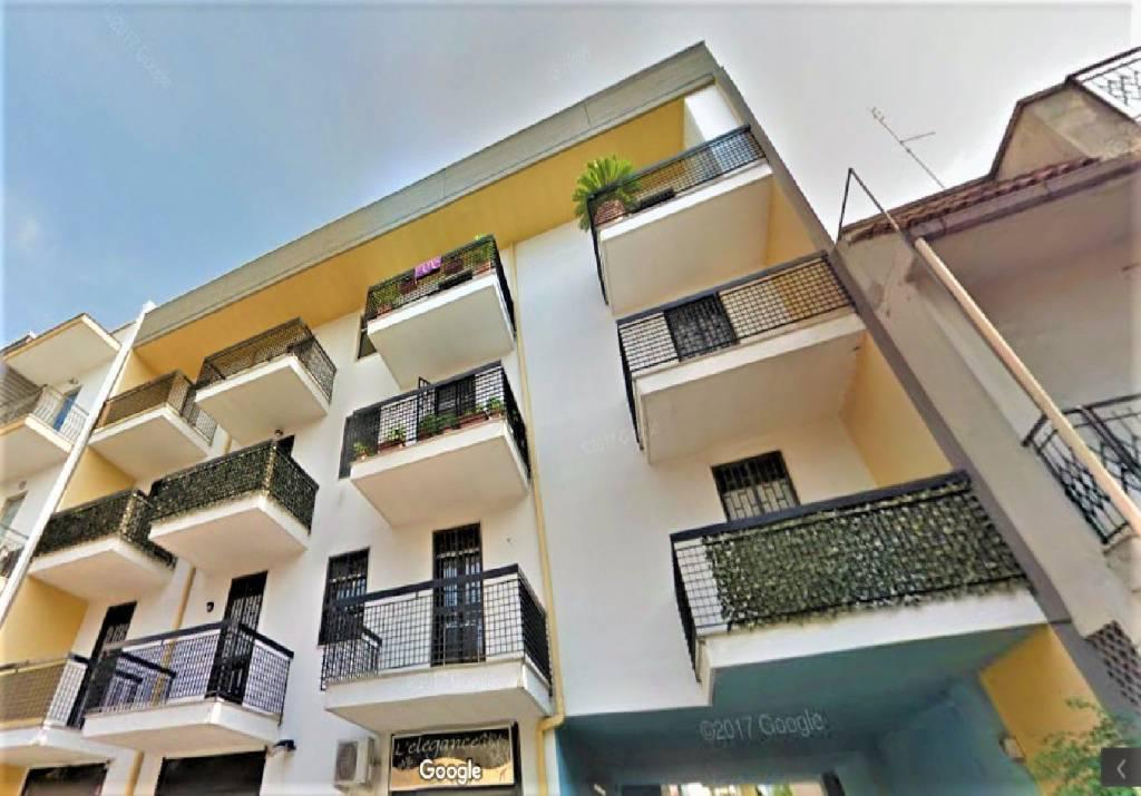 Appartamento in buone condizioni in affitto Rif. 8035932
