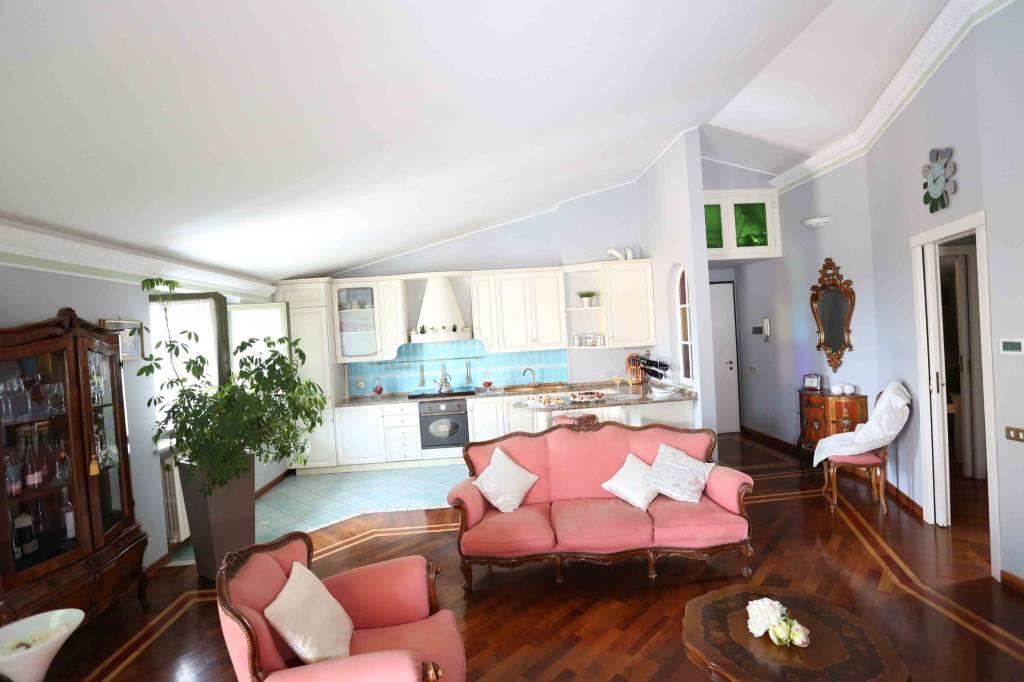 Appartamento in ottime condizioni in vendita Rif. 8031237