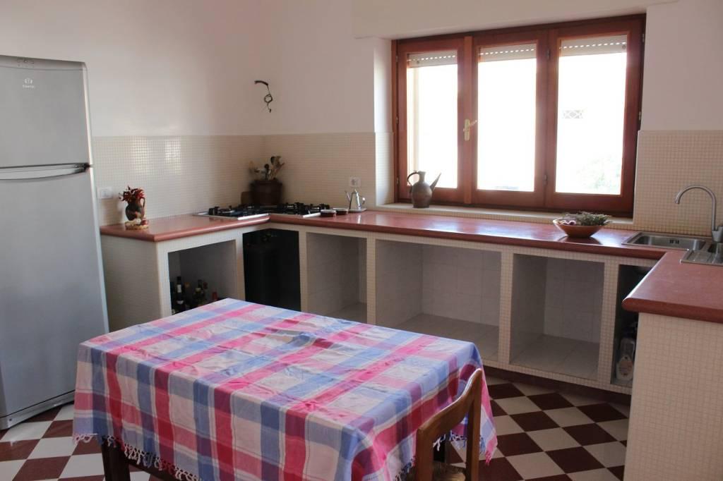 Appartamento in buone condizioni parzialmente arredato in vendita Rif. 8033538