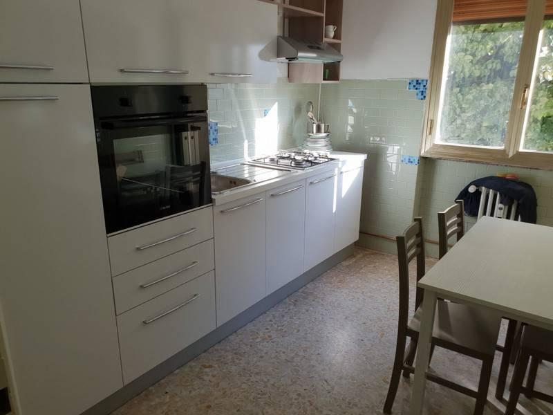 Appartamento in ottime condizioni arredato in affitto Rif. 8410366