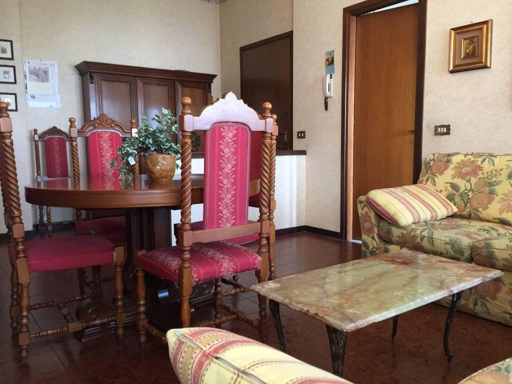 Appartamento in buone condizioni arredato in affitto