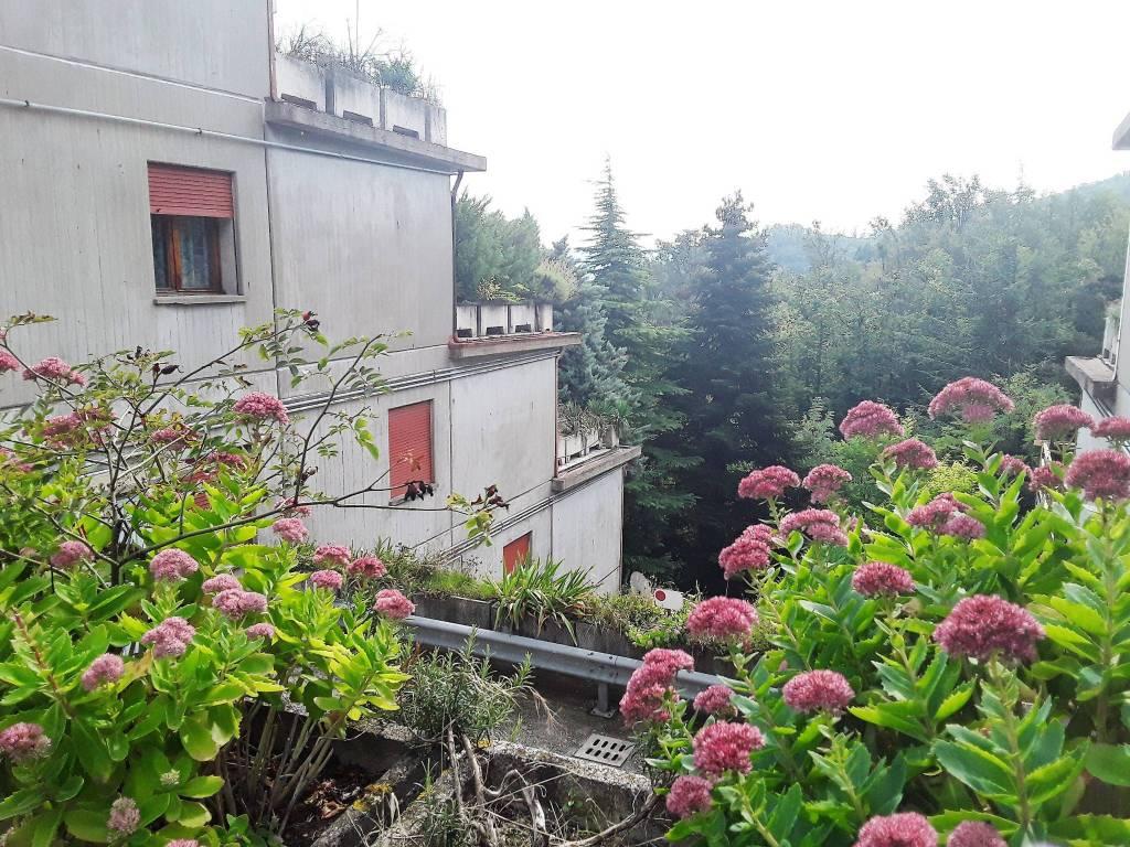 Appartamento in buone condizioni arredato in vendita Rif. 8090664