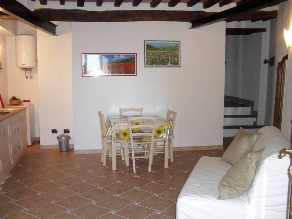 Appartamento in ottime condizioni arredato in vendita Rif. 8040770