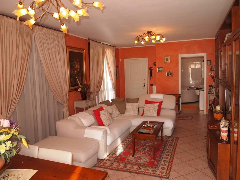 Appartamento in ottime condizioni in vendita Rif. 8230372