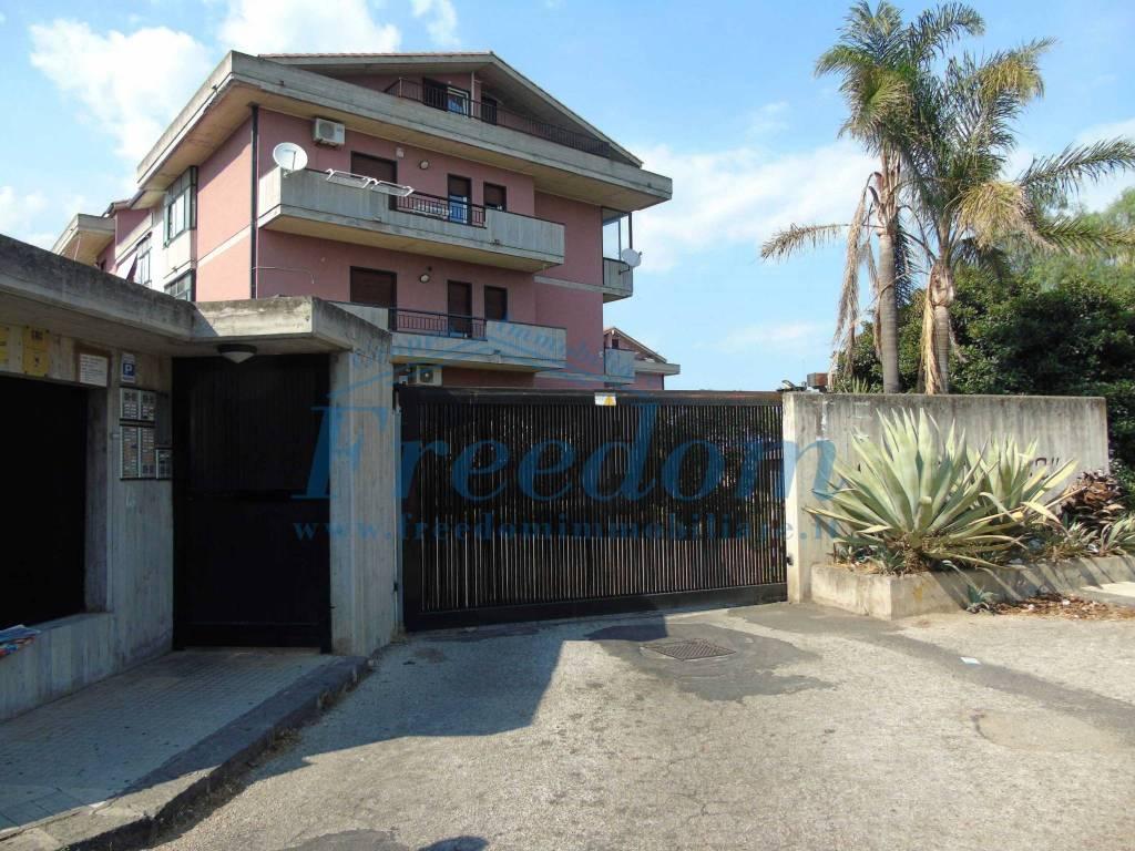 Appartamento in buone condizioni in vendita Rif. 8033173