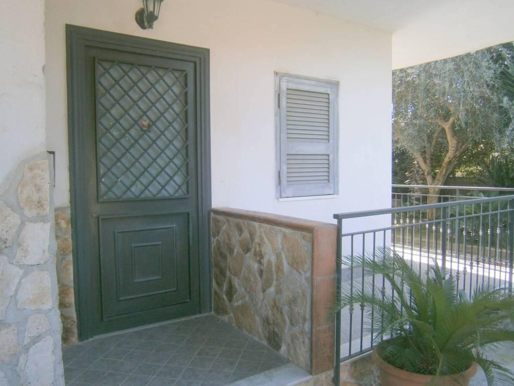 Appartamento in ottime condizioni in affitto Rif. 8549748