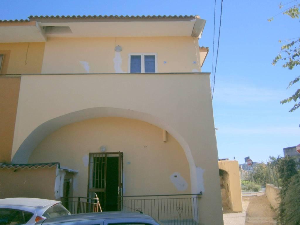 Appartamento in buone condizioni arredato in affitto Rif. 8549739
