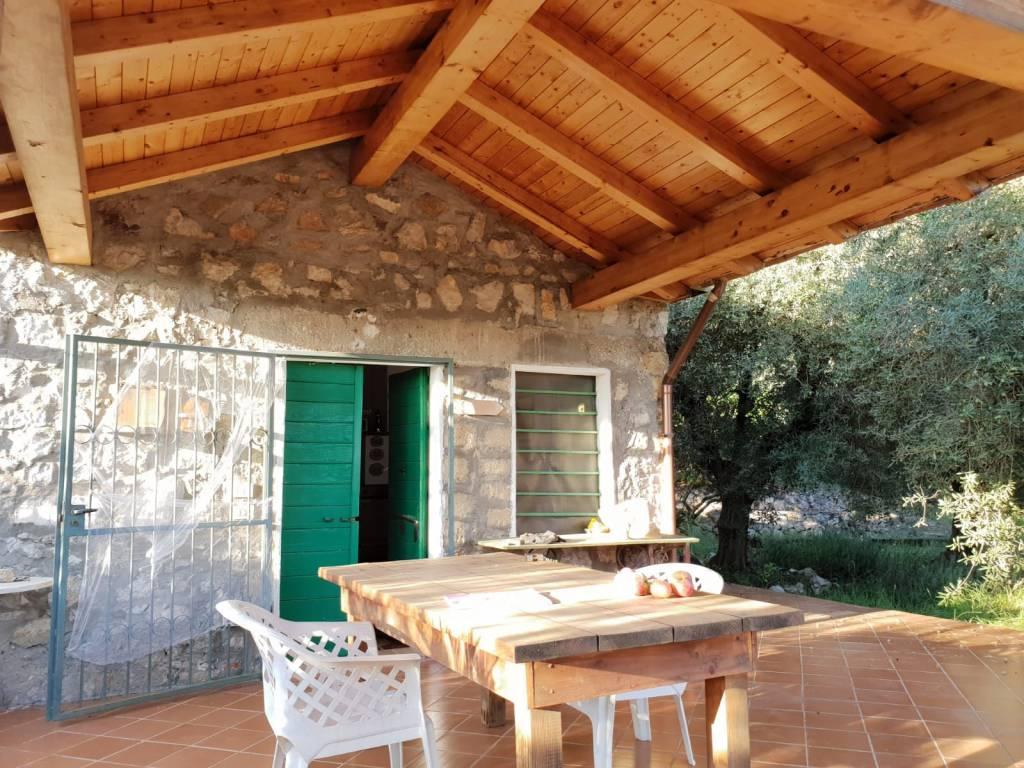 B/76 Terracina - Appia Antica. Terreno con annesso agricolo