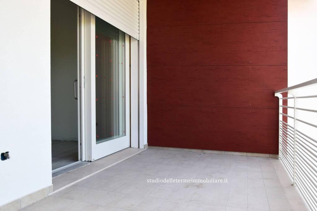 Appartamento in ottime condizioni in vendita Rif. 8033556