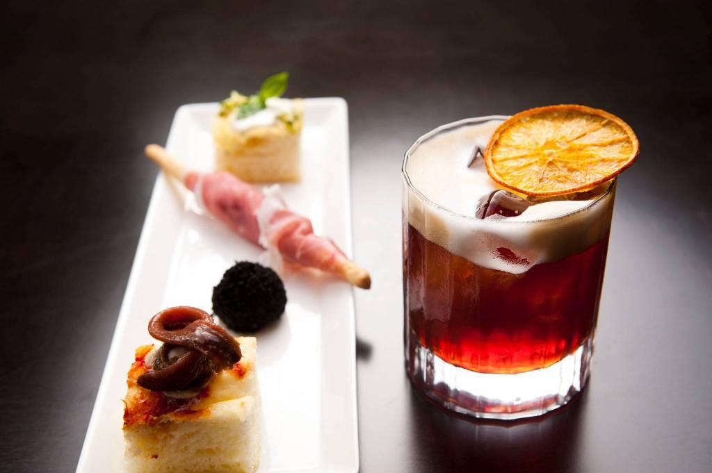 Bar serale in centro storico - Parma Rif. 8819226