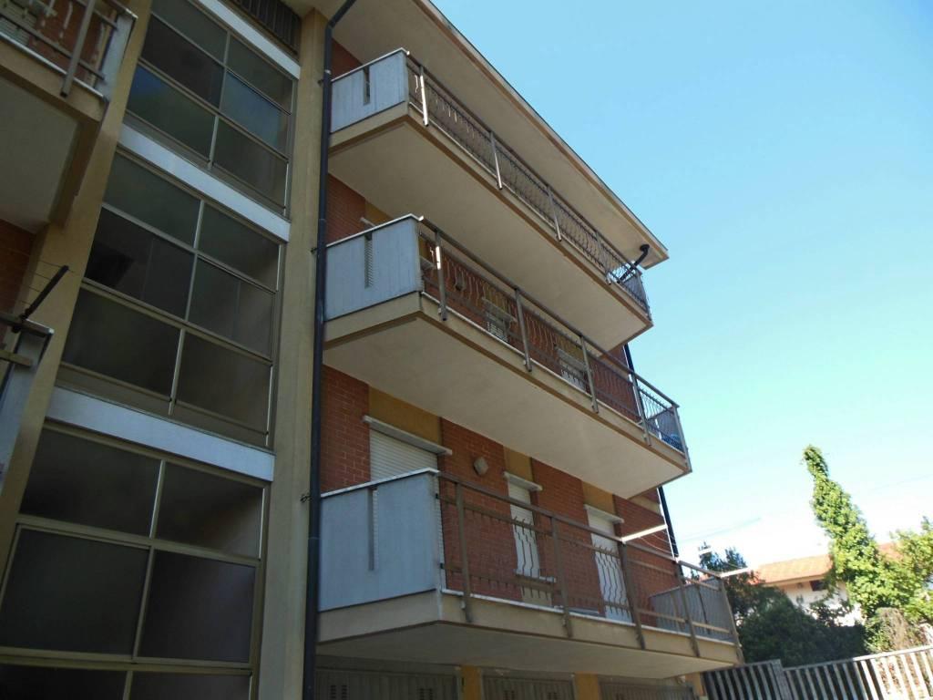 Appartamento in buone condizioni in affitto Rif. 8029511
