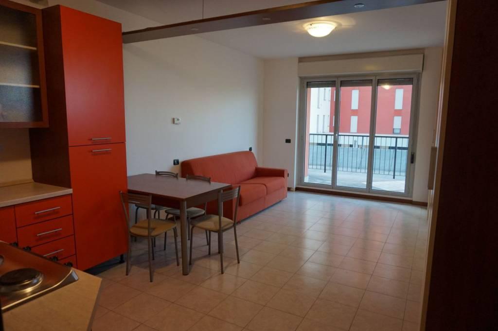 Appartamento in ottime condizioni arredato in affitto Rif. 8031249